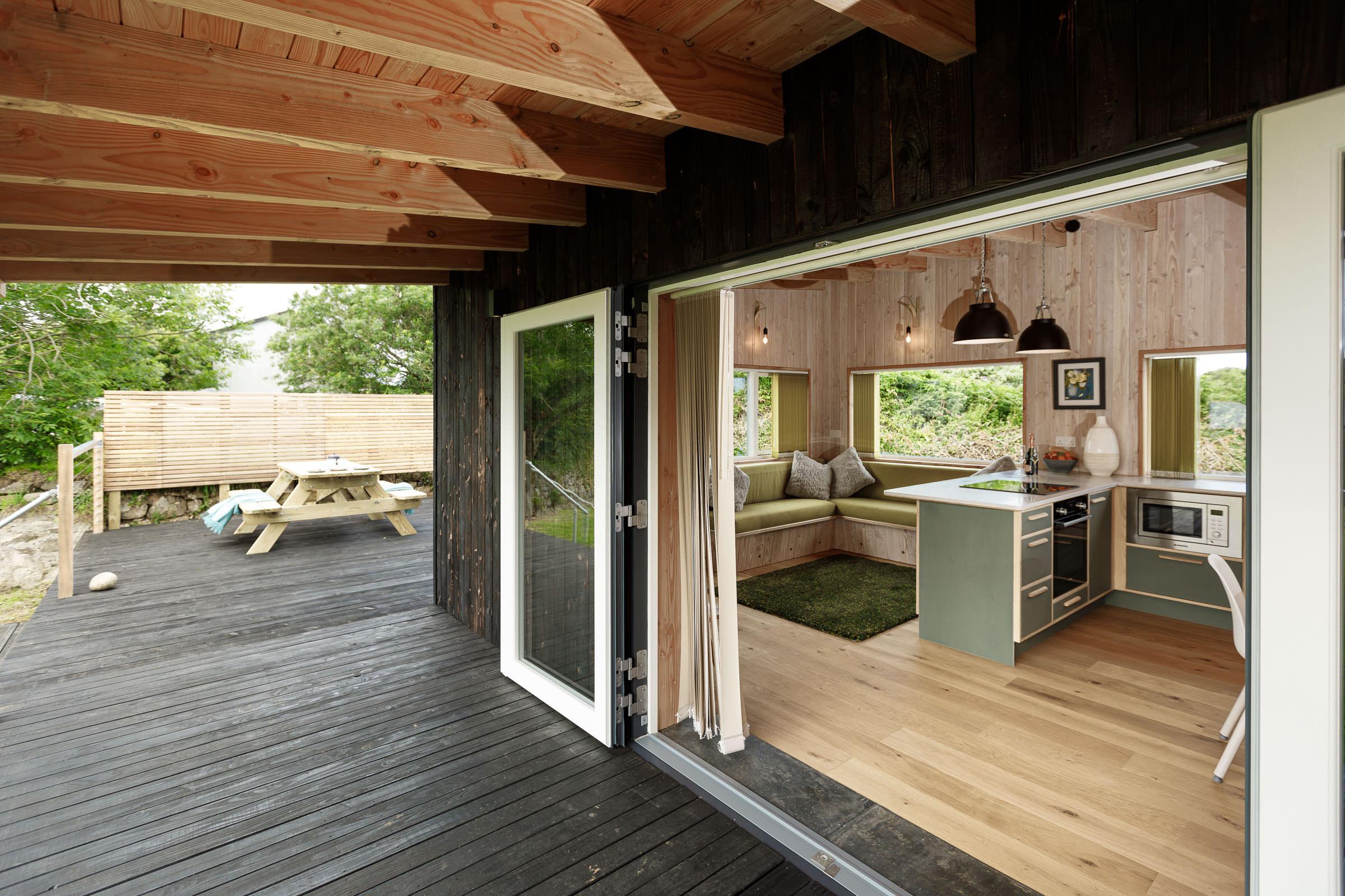 Gekko Design Hellesveor Cabin verandah